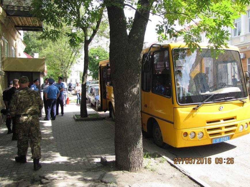 Перед сессией Мелитопольского горсовета под стенами мэрии общественники организовали пикет, фото-1