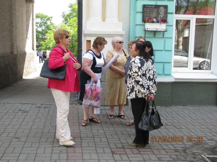 Перед сессией Мелитопольского горсовета под стенами мэрии общественники организовали пикет, фото-4