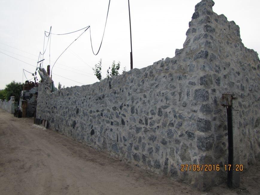 Саперы разбирают в Мелитополе забор-музей из боеприпасов (обновлено, фото), фото-4