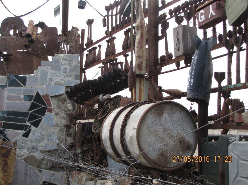 Саперы разбирают в Мелитополе забор-музей из боеприпасов (обновлено, фото), фото-1