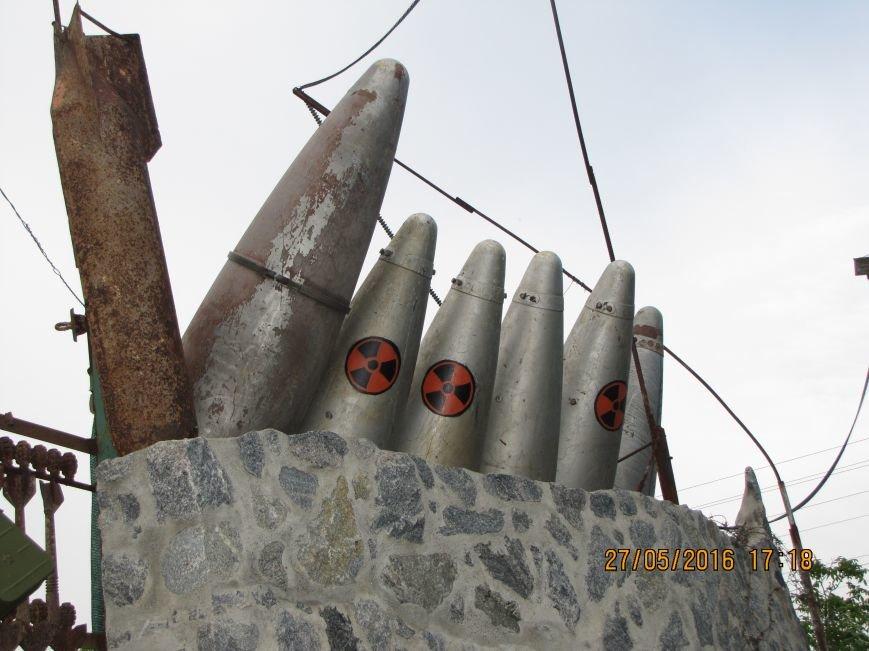 Саперы разбирают в Мелитополе забор-музей из боеприпасов (обновлено, фото), фото-3