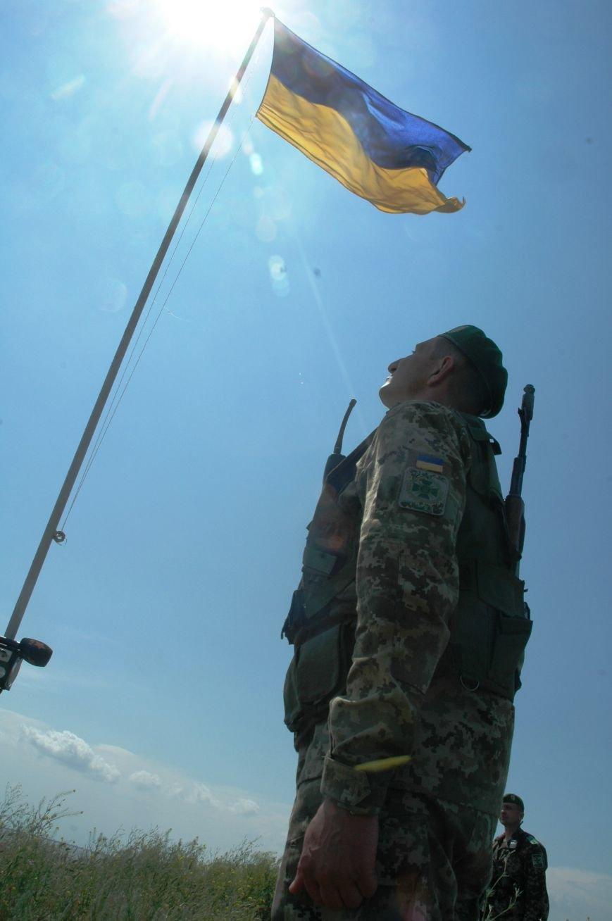 На админгранице с Крымом пограничники установили флагшток с флагом Украины (фото), фото-2