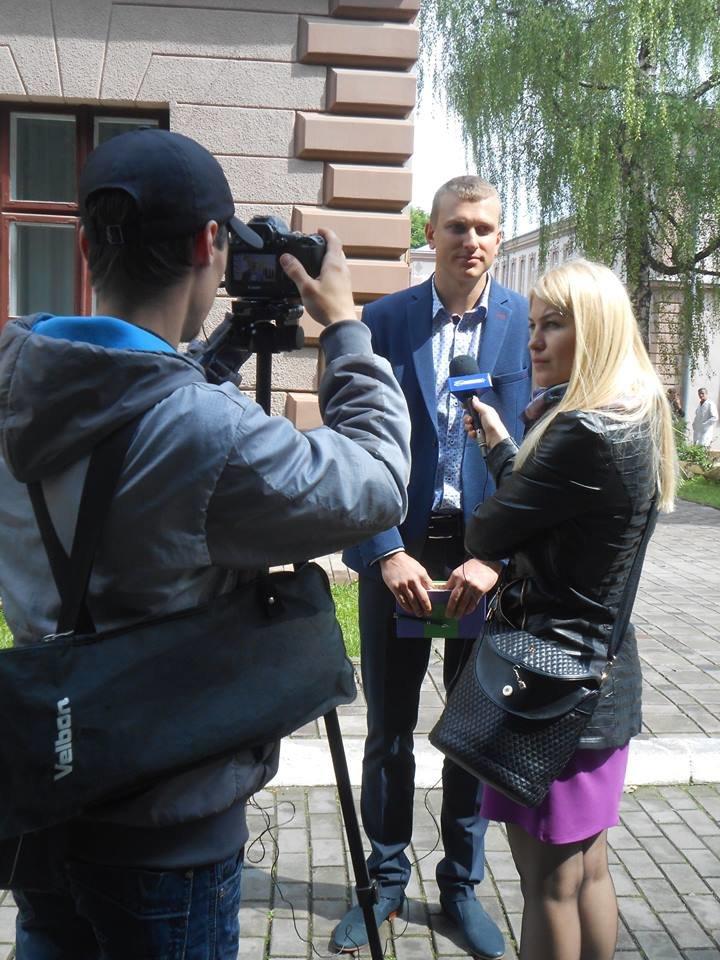 Чернівецький військовий госпіталь отримав 20 батофункціональних ліжок та операційні лампи, фото-2