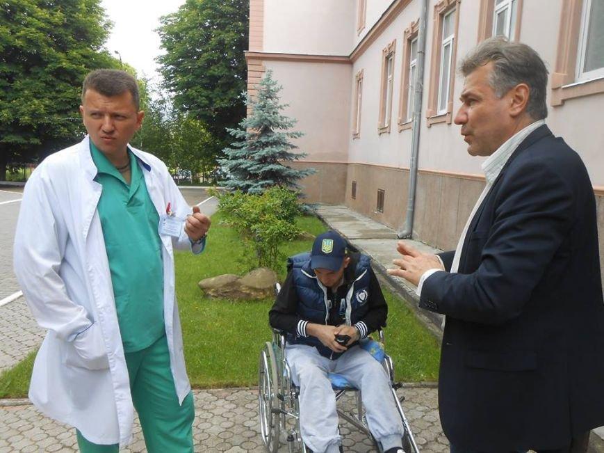 Чернівецький військовий госпіталь отримав 20 батофункціональних ліжок та операційні лампи, фото-9