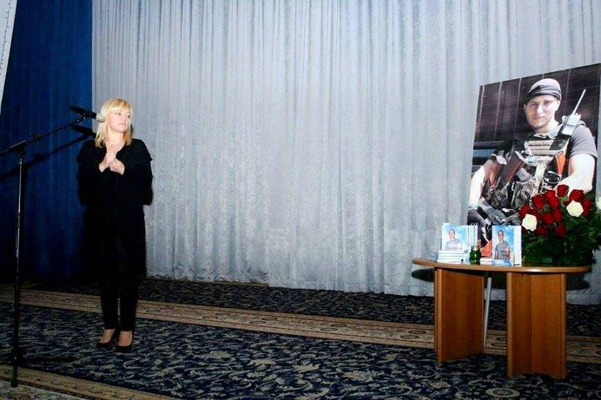 В Киеве почтили память погибшего в АТО Романа Набегова и представили его книгу (фото), фото-1