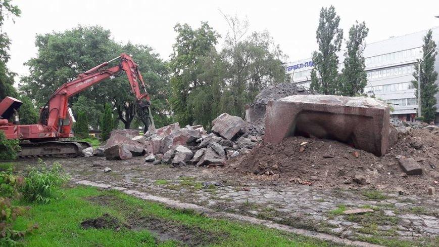 В Киеве продолжают демонтаж памятника чекистам (ФОТО), фото-1