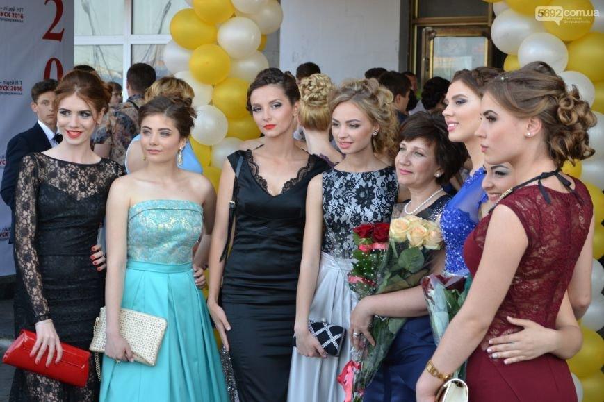В Днепродзержинске вручили аттестаты выпускникам лицея НИТ, фото-1