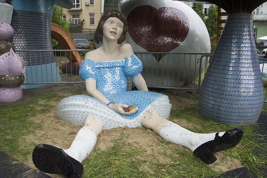 На Пейзажной аллее открыли скульптуру Алисы из Страны чудес (ФОТОРЕПОРТАЖ), фото-6