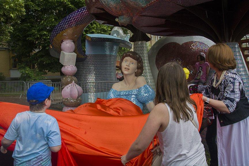 На Пейзажной аллее открыли скульптуру Алисы из Страны чудес (ФОТОРЕПОРТАЖ), фото-2