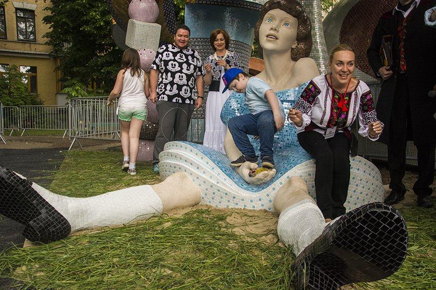 На Пейзажной аллее открыли скульптуру Алисы из Страны чудес (ФОТОРЕПОРТАЖ), фото-4