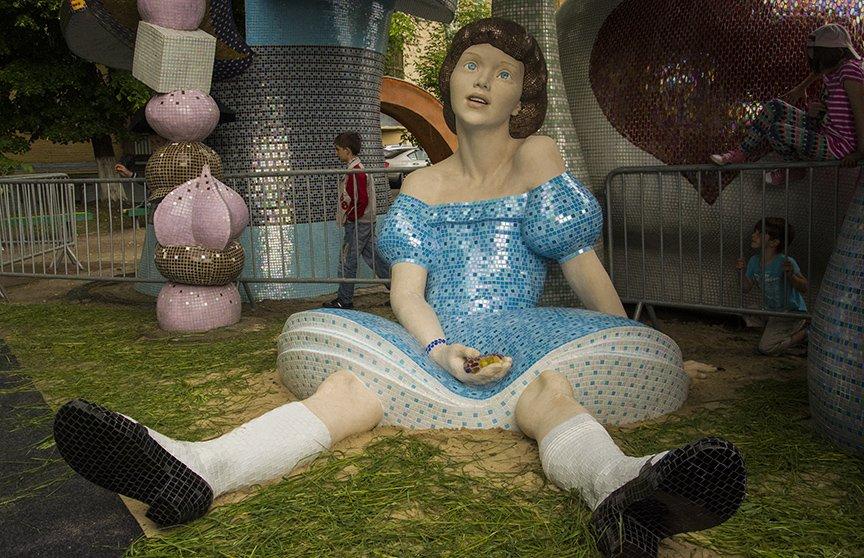 На Пейзажной аллее открыли скульптуру Алисы из Страны чудес (ФОТОРЕПОРТАЖ), фото-3