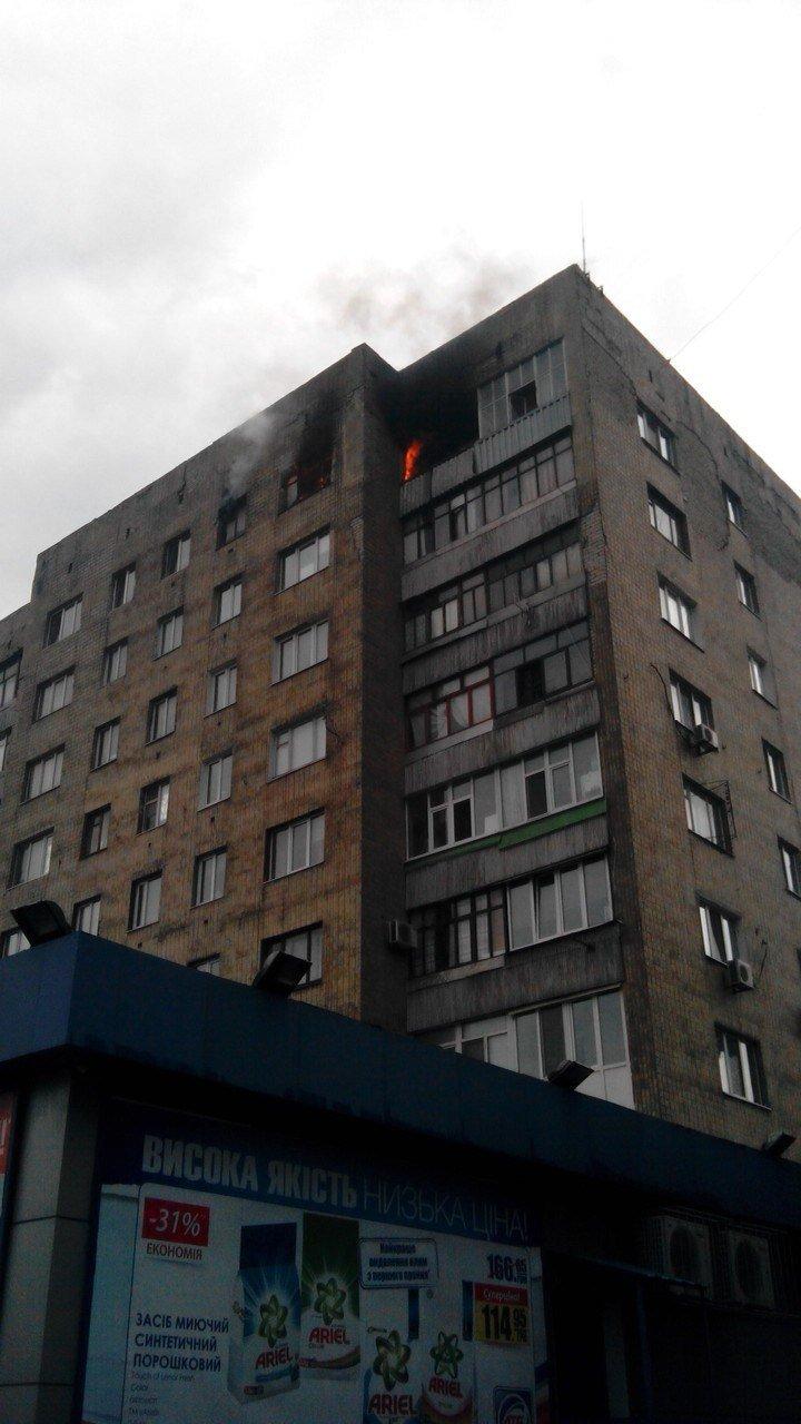 Возле железнодорожного вокзала в Днепродзержинске сгорела квартира, фото-1