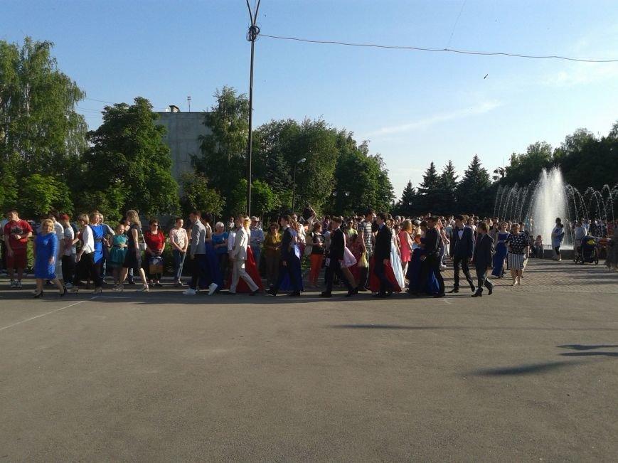 Парад выпускников: в Терновке состоялся общегородской выпускной, фото-1