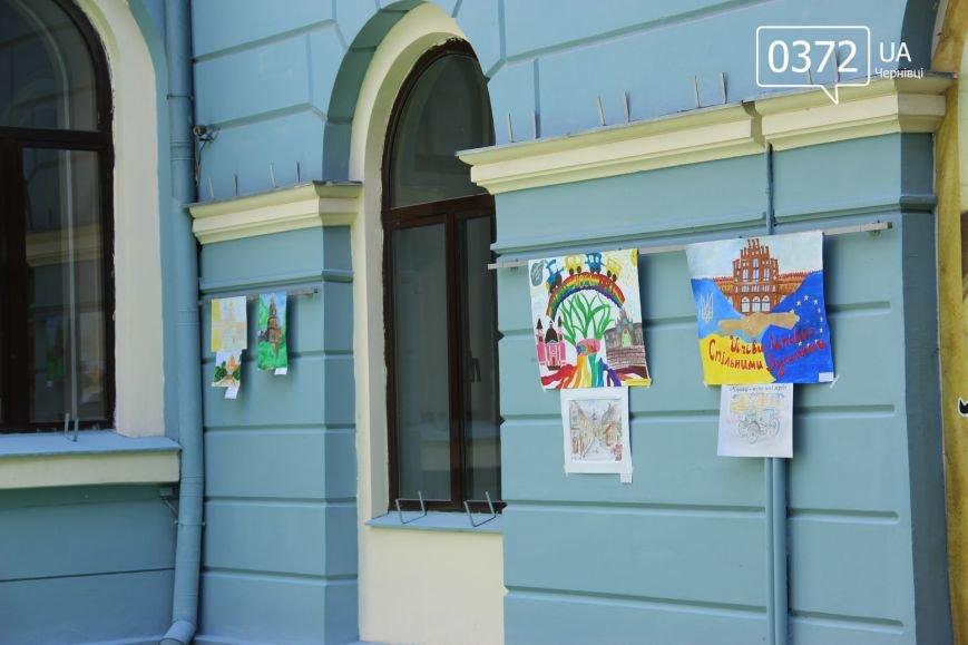 «Місто моєї мрії» - у чернівецькій мерії триває виставка малюнків, фото-2