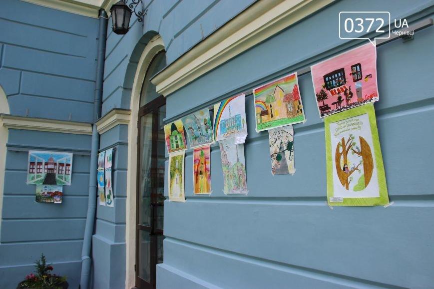 «Місто моєї мрії» - у чернівецькій мерії триває виставка малюнків, фото-1