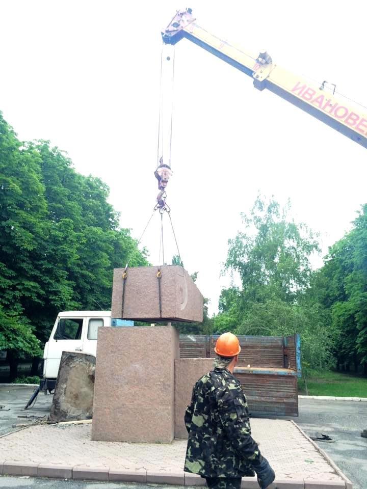 В Херсоне демонтировали памятник Цюрупе (фото), фото-1