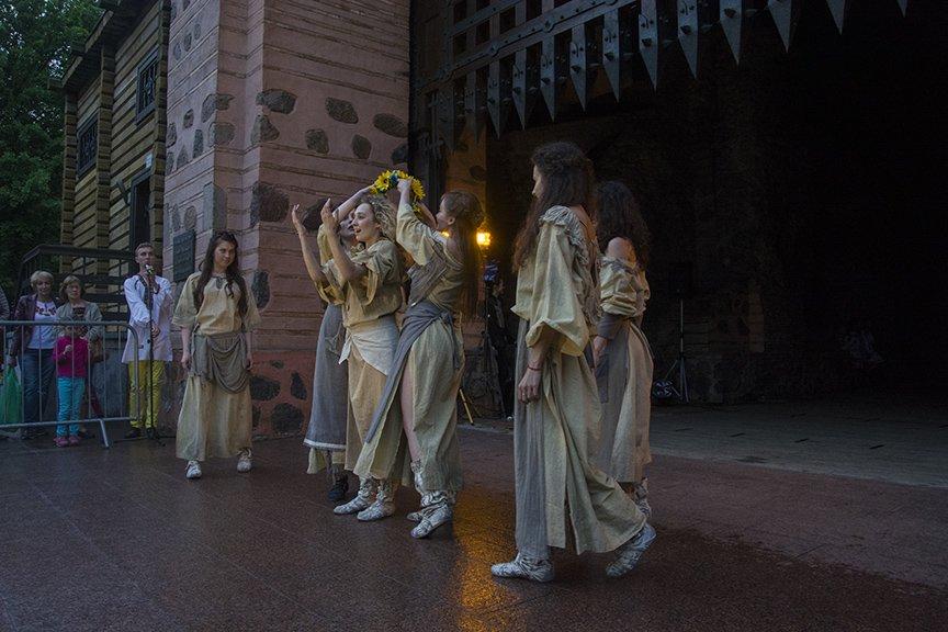 У Золотых ворот прошла постановка о защитниках средневекового Киева и современной Украины, фото-3