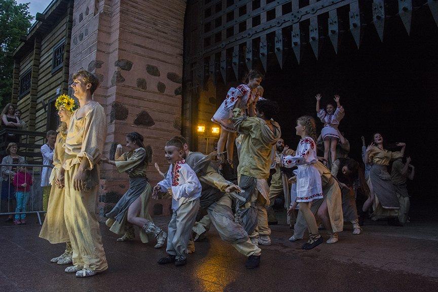 У Золотых ворот прошла постановка о защитниках средневекового Киева и современной Украины, фото-11