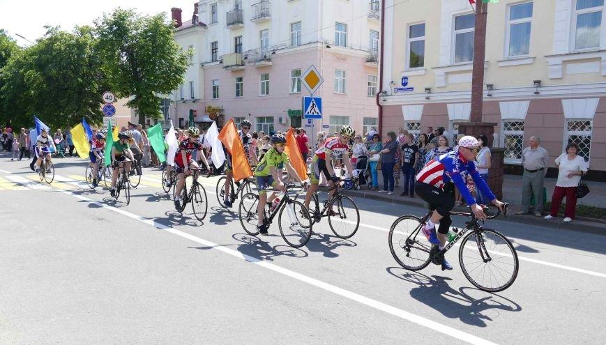Завершали праздничное шествие велосипедисты