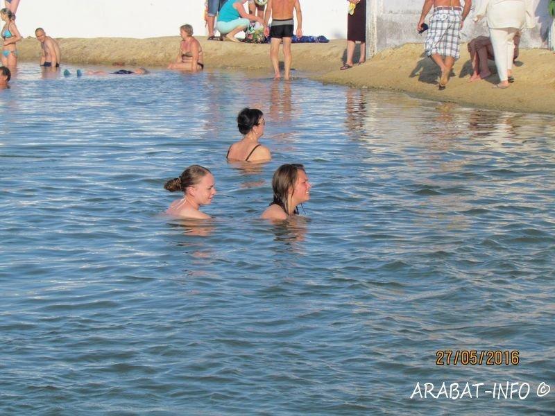 Горячий источник на Арабатской стрелке стал платным для туристов, но не для всех (фото), фото-2