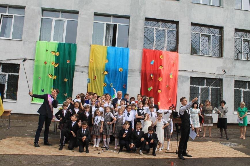 Для школьников Бахмута прозвенел Последний звонок (ФОТО), фото-7