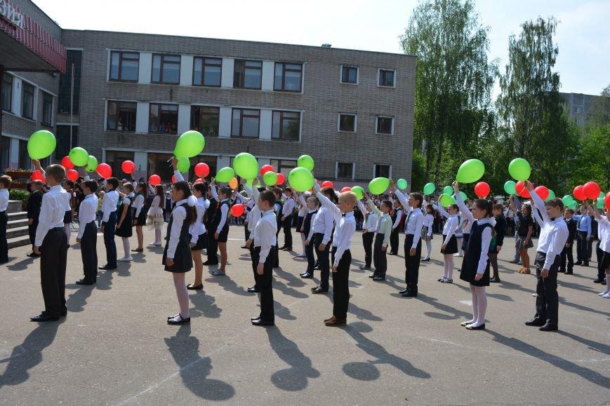 В Новополоцке прозвенел последний звонок. Фоторепортаж из гимназии №1, фото-34