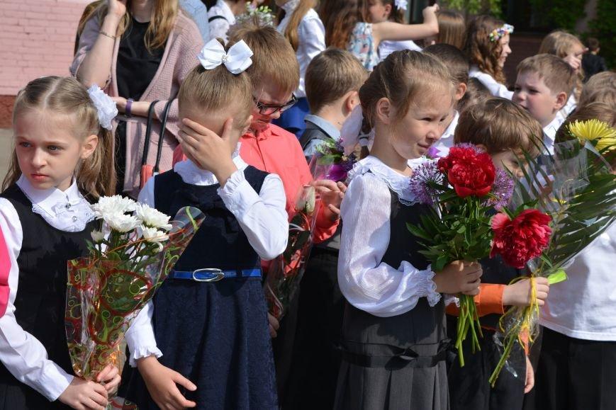 В Новополоцке прозвенел последний звонок. Фоторепортаж из гимназии №1, фото-22
