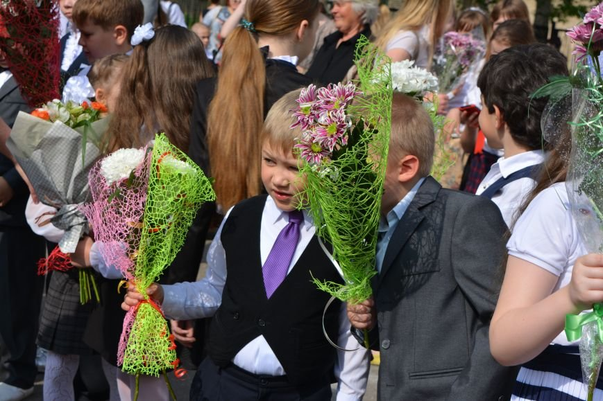 В Новополоцке прозвенел последний звонок. Фоторепортаж из гимназии №1, фото-27