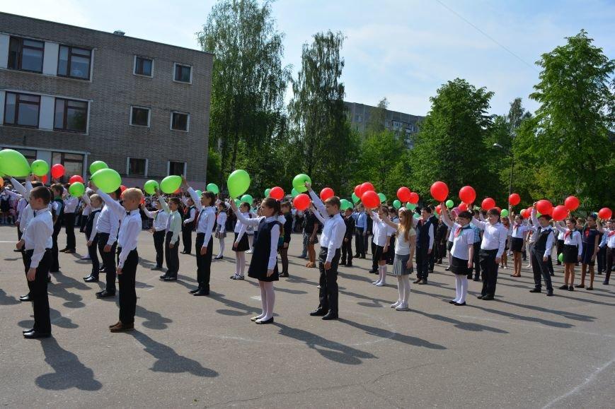 В Новополоцке прозвенел последний звонок. Фоторепортаж из гимназии №1, фото-35