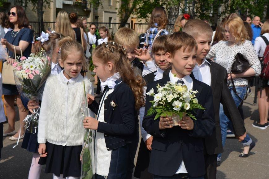 В Новополоцке прозвенел последний звонок. Фоторепортаж из гимназии №1, фото-18
