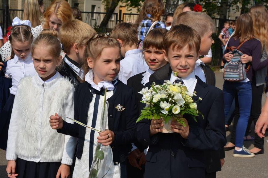 В Новополоцке прозвенел последний звонок. Фоторепортаж из гимназии №1, фото-19