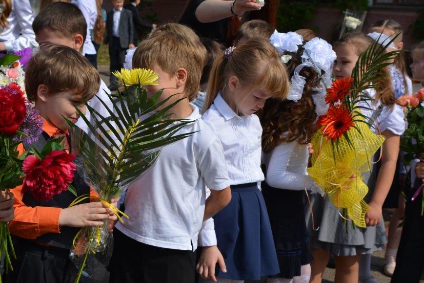 В Новополоцке прозвенел последний звонок. Фоторепортаж из гимназии №1, фото-24