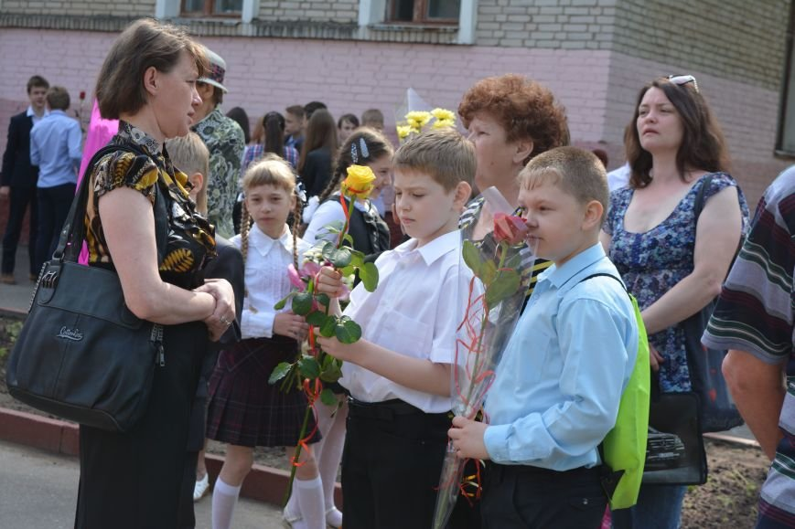 В Новополоцке прозвенел последний звонок. Фоторепортаж из гимназии №1, фото-1