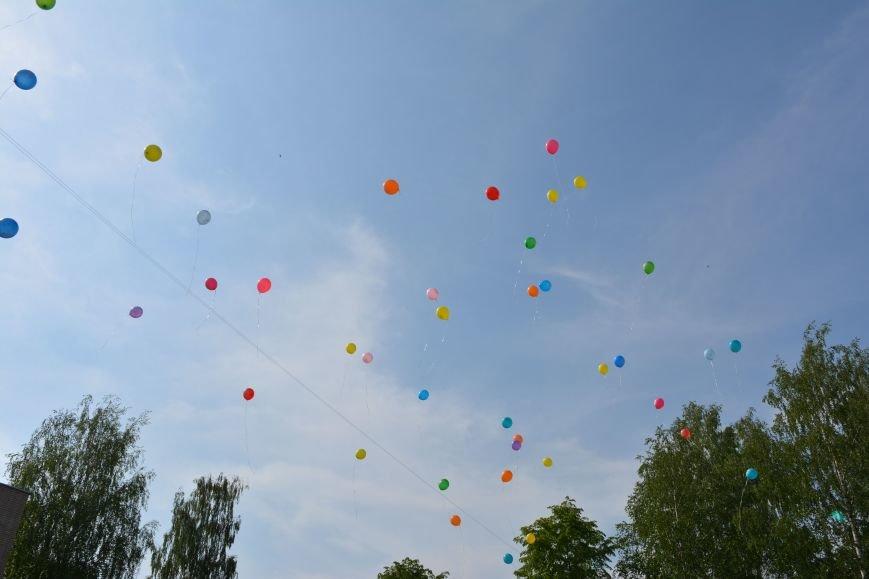 В Новополоцке прозвенел последний звонок. Фоторепортаж из гимназии №1, фото-40