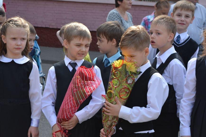В Новополоцке прозвенел последний звонок. Фоторепортаж из гимназии №1, фото-13
