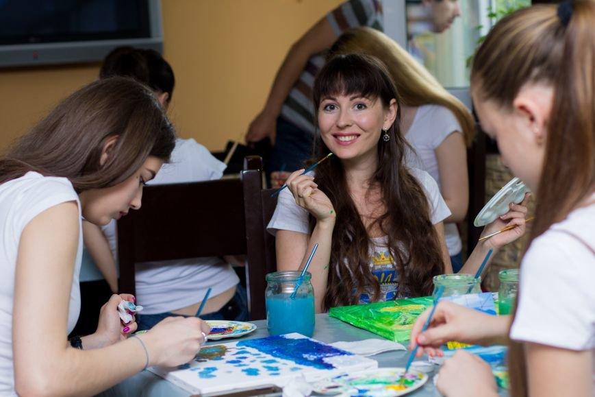 Самые красивые женщины Мелитополя нарисовали картины для больных детей, фото-3