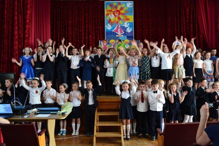 В гаспринской школе ярким концертом подвели итоги учебного года, фото-1