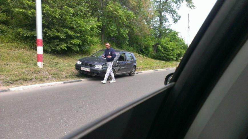В Ульяновске Фольксваген врезался в автобус, фото-1
