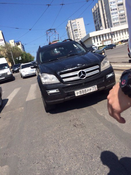 В центре Ульяновска «Мерседес» задавил девушку на переходе, фото-2