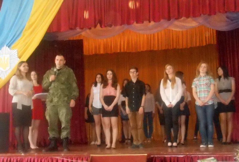 Будущие полицейские Селидова приняли присягу и получили удостоверения, фото-2