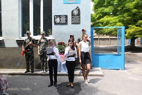 В Бериславе открыли мемориальную доску защитнику Украины, фото-1