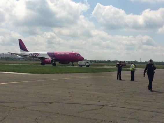 """В """"Жулянах"""" полиция эвакуировала пассажиров из самолета из-за угрозы взрыва (ФОТО), фото-3"""