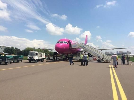 "Полиция не нашла бомбу на борту самолета в ""Жулянах"" (ФОТО), фото-1"