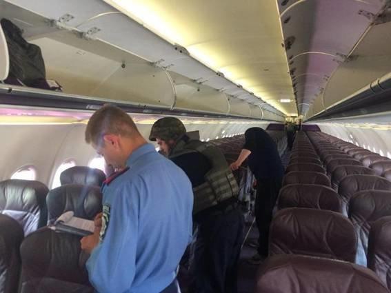 "Полиция не нашла бомбу на борту самолета в ""Жулянах"" (ФОТО), фото-3"