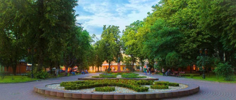 1934517_800x600_ivano-frankivsk-ploshcha-mickevycha