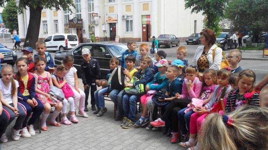 """У Новоград-Волинській центральній дитячій бібліотеці  відбулося свято """"Щастя в дитячих долонях"""", фото-2"""