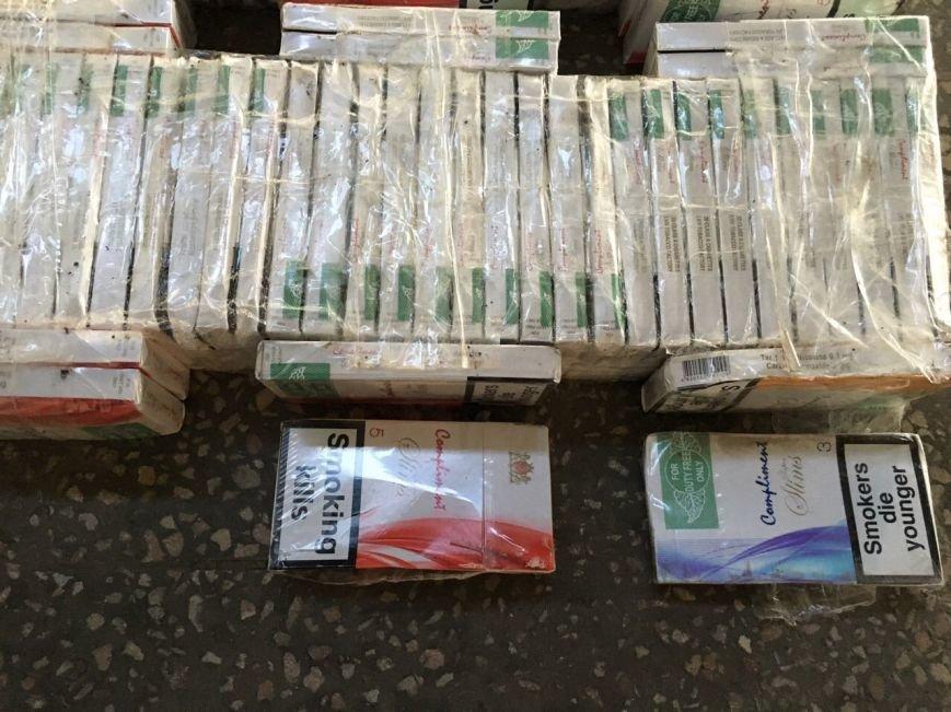 Як українець сховав у колесах контрабандні сигарети: фото, фото-1