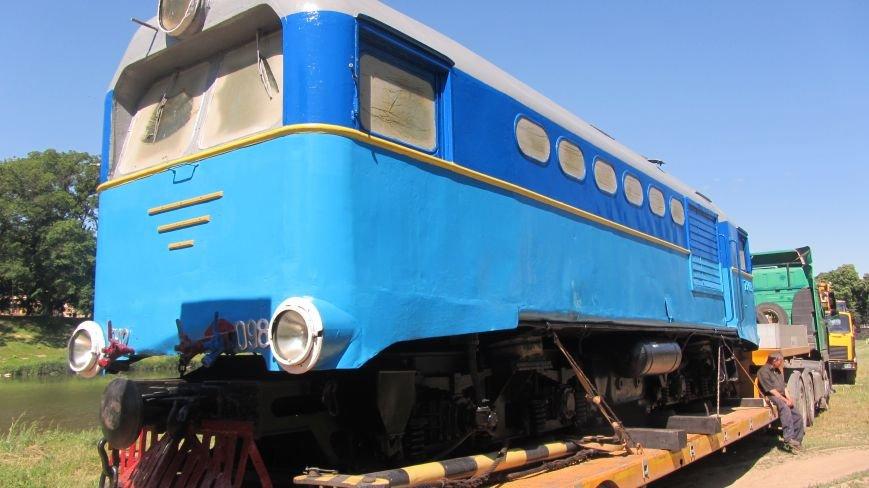 Новий тепловоз дитячої залізниці – вже на березі Ужа: фото, фото-2