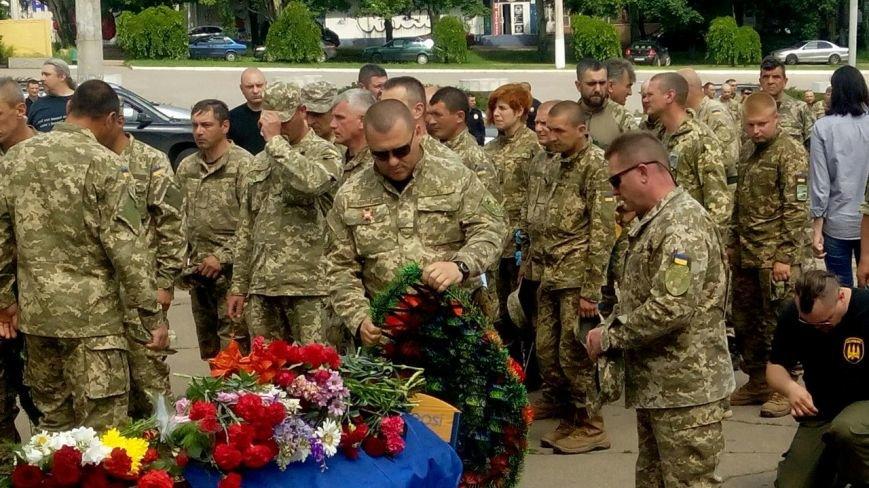 В Мариуполе попрощались с тремя солдатами, погибшими под минометным огнем боевиков (ФОТО+ВИДЕО), фото-13