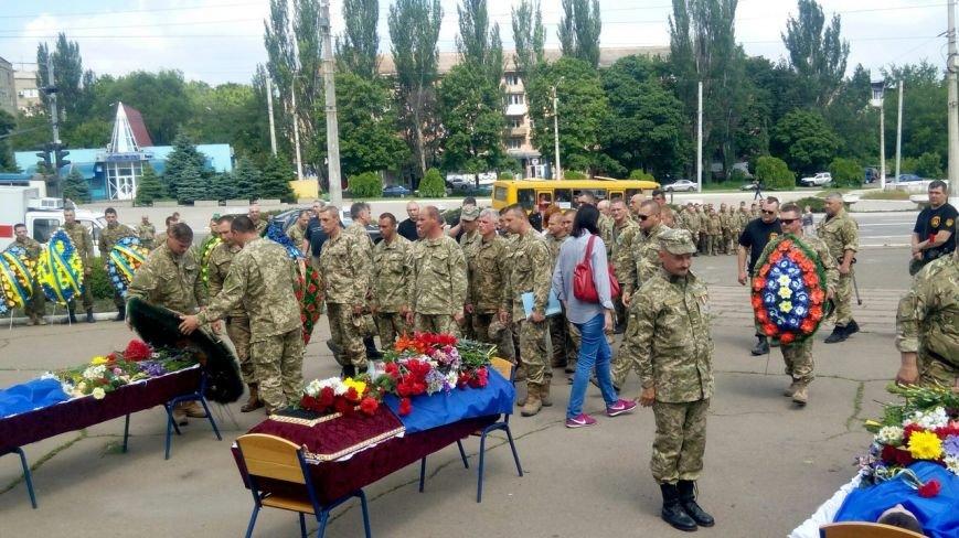 В Мариуполе попрощались с тремя солдатами, погибшими под минометным огнем боевиков (ФОТО+ВИДЕО), фото-14